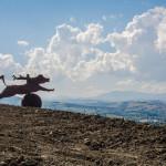Escultura en la campiña Italiana cerca de Urbino, Pésaro. (Italia)